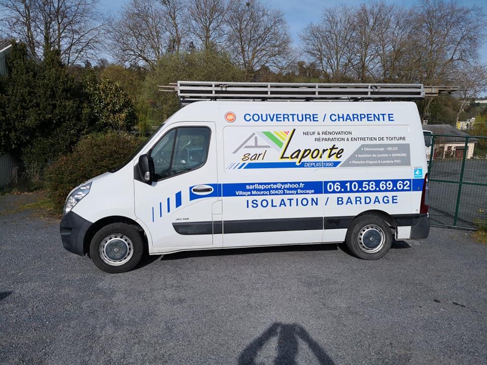 Publicité adhésive sur camion Laporte Couverture Charpente