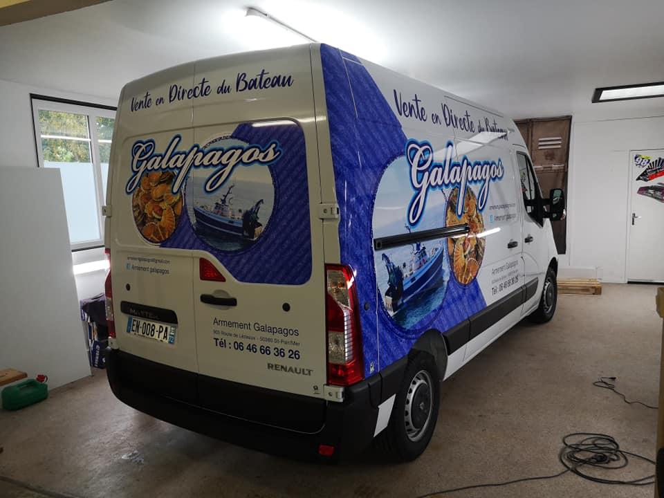 Publicité adhésive sur camion Galapagos