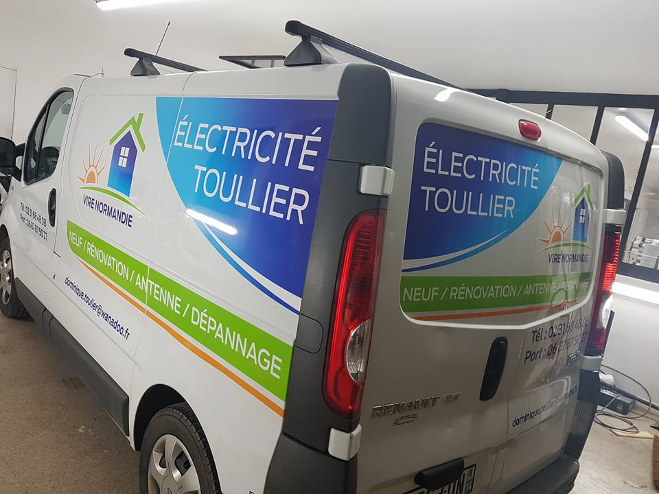 Publicité adhésive sur camion Electricité Toullier